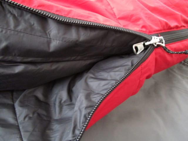 The Murre EX 0 Zipper is has a fabric stiffener to prevent snags that can tear the shell fabric, a feature found on high quality sleeping bags