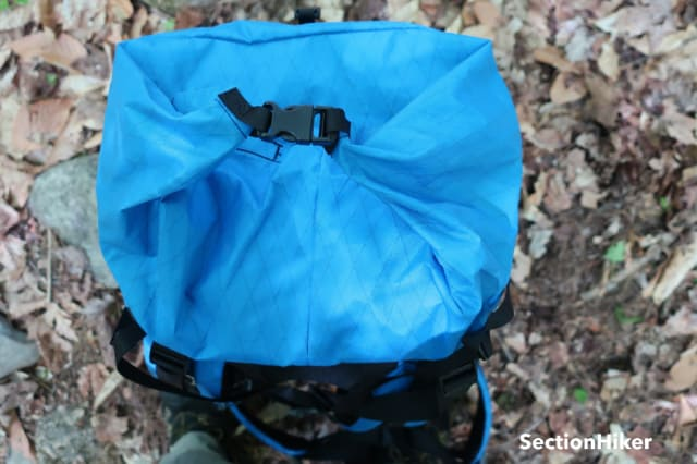 The roll top only buckles on top, not the sides, making it prone to vegetation snags if hiking off trail.